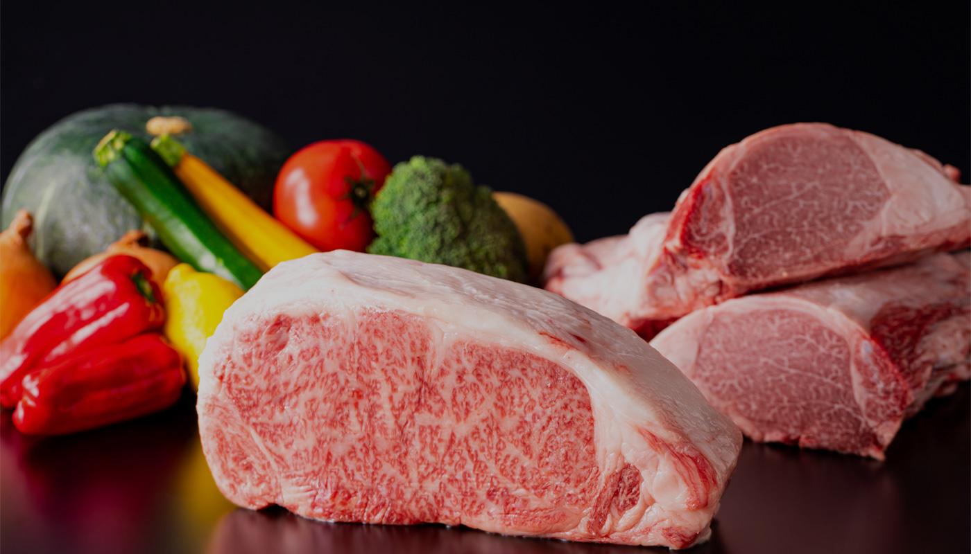 牛肉ブロックの調理シーン